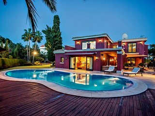 1970 - Magnificent Luxury 6 bed villa with small gym, pool and spacious grounds