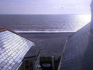 The Old Clink Flat self-catering holiday apartment with beach and sea views