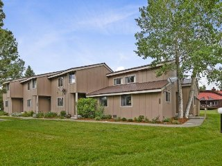 Pines 4048 offers a relaxing Pagosa Springs vacation in this pet friendly condo