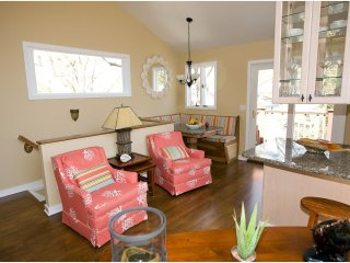 3 SEAS COTTAGES - QUIET DOWNTOWN NEIGHBORHOOD - 15B