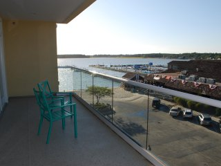 Luxury Penthouse Rental, Bay & Ocean Views, Rooftop Pool, Linens Included, Xbox
