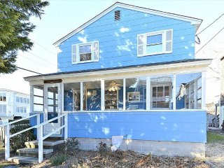 Very neat & clean! Only a block to the beach with 5 bedrooms and screened porch!