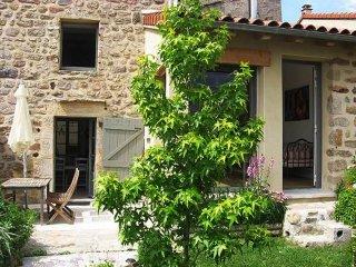 Au coeur du village maison avec jardinet