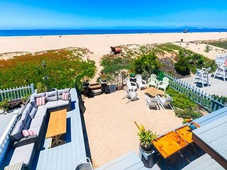 Beachfront w/ Outdoor Living & Walk to Restaurants!