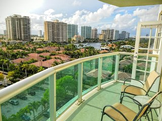 Premium 2 Bedroom + Den Bay View OR1116