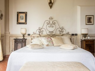 Beautiful apartments in historic villa close to San Gimignano