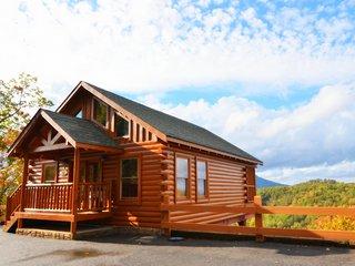 'Abundant Romance' A Fantastic Mountain View and Swimming Pool Access