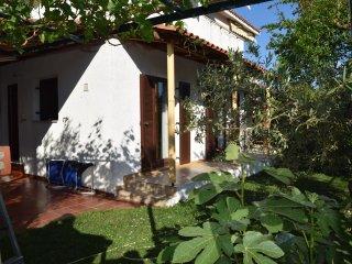 Garden Family Home, close to the beach