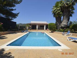 Detatched  3 bedroom villa with private pool