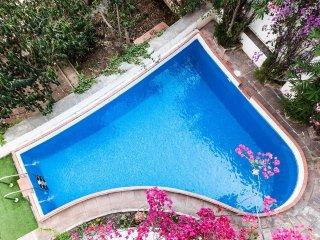Barcelona Casa Vilaró Park Guell 12 personas jardín piscina a 15 minutos centro
