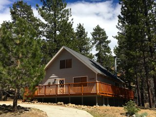 'Colusa Pines' Vacation Cabin in Big Bear Lake, CA