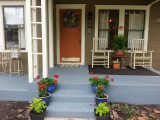 Charming Columbus, TX Guest Quarters