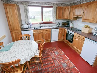 2 BAYVIEW BUNGALOW, sleeps four, cosy, pet friendly, Poolewe, Ref 961796