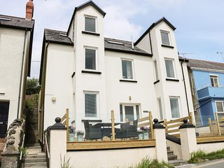 Glan Y Mor, ground floor apartment, pet-friendly, close to beach, Ref 954757