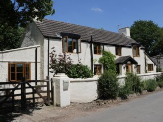 APPLE TREE COTTAGE, king size, en-suite, pet friendly, Woolaston, Ref 939687