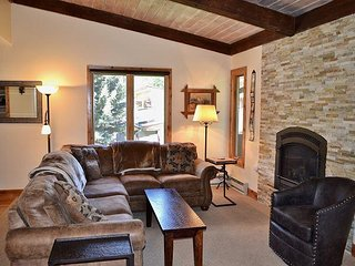 Townhome only 3 miles to Vail 2633 Kinnickinnick Rd, M1, Vail, CO 81657