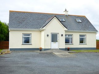 6 GLYNSH COTTAGES, detached, garden, pet-friendly, open fire, near Carna, Ref
