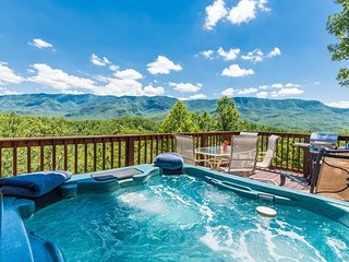 Gatlinburg Sugar Shack Chalet Pet Friendly ($125 OFF) book 3rd night free