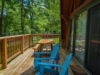 Charming, Dog Friendly A-Frame Close to Activities!