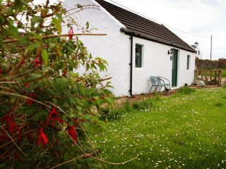Causeway Coast dream cottage, petite and chic