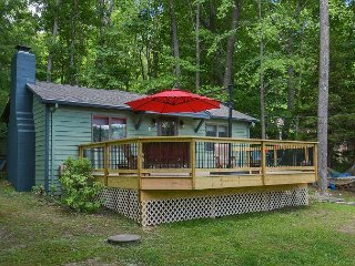 Cozy Cottage, Walk to Dock, Short Drive to Wisp