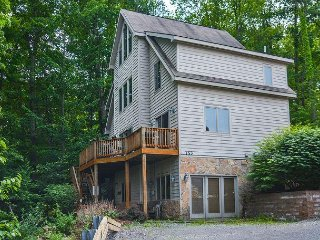 4 Master Suites, 5 minute drive to Deep Creek activities!