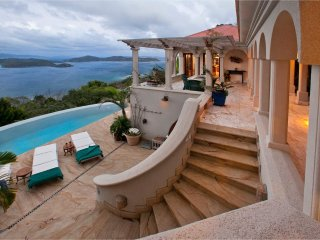 Villa Solemare: Exquisite Euro-insipred Villa in Coral Bay-SAVE NEW LOWER RATES