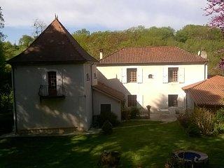 Altes Herrenhaus in herrlicher Lage und Park mit 300 jahrigen Zedern und Linden