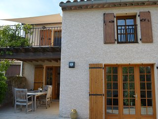 Luxury rural getaway 2 bedroom cottage with jacuzzi and spa bath