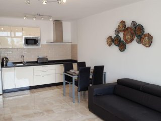 New LUXURY Apartment a mins walk from the beach and main strip of Pto del Carmen