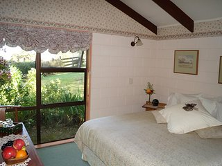 The Grange Farmstay - The Bay View Room