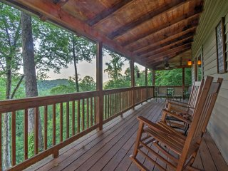 NEW! 2BR +Loft Maggie Valley Cabin w/ Mtn Views!