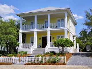 'Inn High Cotton' Newly Renovated 4 Bedroom, 3 Bathroom Home in Carillon Beach!