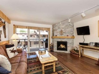 Snowmass Crestwood condo - outdoor pool, hot tub, balcony, gas grill, near