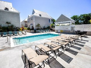 Luxury 2 Bedroom 2.5 Bath Townhouse on Duval Street. Great Location