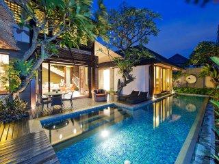 Chic 2 Bedroom villa Seminyak near shops & Beach