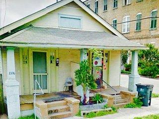 Close to French quarter and city park house