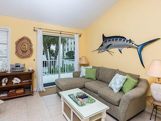 2BR - Seconds to Fort Myers Beach! Near Shops, Restaurants & Fishing Charters