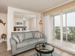 Renovated 1BR Condo w/ 2 Pools – Beach Access & Views