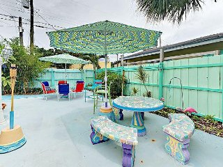 Updated 3BR - Patio, BBQ, Outdoor Shower - Walk to Downtown, 5 Mins to Beach