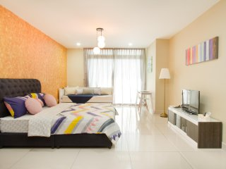 Royale Homestay Hwang Studio at KSL City
