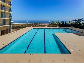 Oceanfront rental w/ shared pool, gym, game room, tennis - beach access