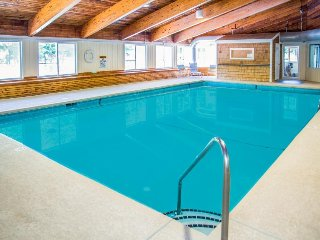 Bridges Resort condo w/shared pools, sauna, hot tub, tennis, & more. Near skiing
