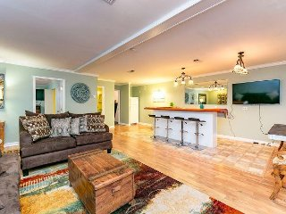Area Not Impacted by Hurricane: Fun-Loving 3BR Chaparral Street Apartment