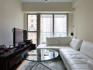 ★Spacious Sai Ying Pun Pad with King Size Bed★