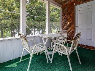Cozy cottage w/ dock, kayaks, & canoe - come enjoy lakeside living!