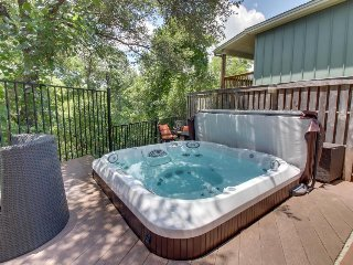 Quirky home w/ great outdoor space - private hot tub, deck, firepit & more!