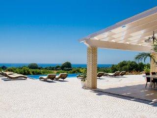 Luxury Home with Pool, Seaviews