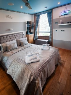 comfortable bed with ceiling fan for hot days and underfloor heating for cold days !