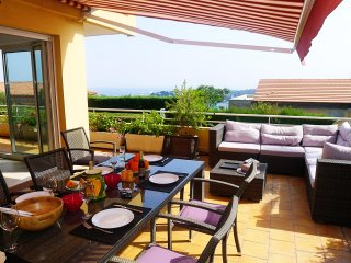 VILLA HENRIETTA - AP4070- Beautifull terrace of 50 sqm2 - A/C-  Sea view
